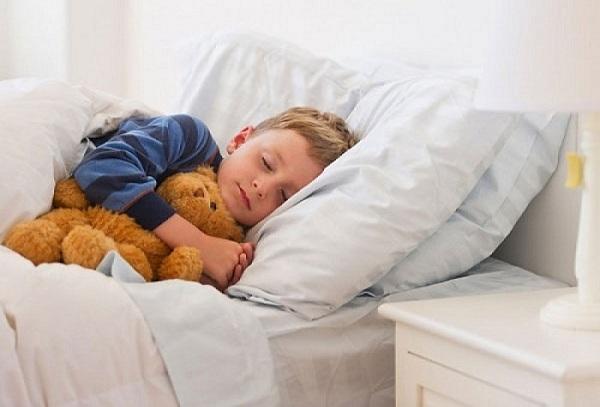 Những điều mẹ nên lưu ý khi quyết định cho bé ngủ riêng